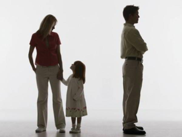 vợ có lợi thế hơn chồng trong việc dành quyền nuôi con trong một số trường hợp